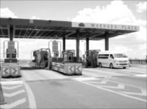 WHERE TO: Machado Toll Plaza on Mpumalanga's N4 might be removing. Pic. Alfred Moselakgomo. 05/02/2007. © Sowetan.
