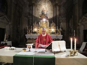 Photo: Rou2C10-151002Sibiu, préparation à l'autel, Patrick, messe église de la Trinité IMG_8938