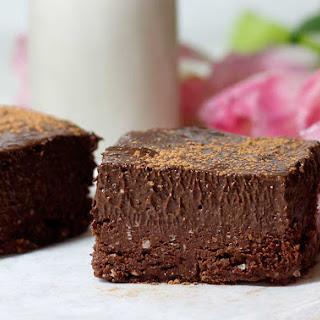 Chocolate Protein No-bake Brownies + Chia Frosting (gluten-free, vegan).