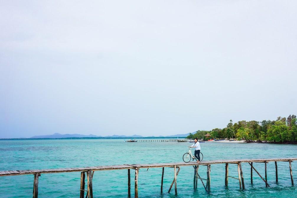 jembatan kayu leebong island