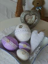 Photo: takže stačí jakékoliv ubrousky-bílé,barevné,pak namačkat,natrhat na kousky a lepit