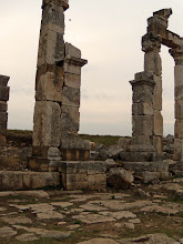 Photo: Apamea, the Cardo Maximus crossing the Decumanus .......... Kruispunt van de Cardo Maximus met de Decumanus