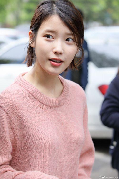 IU sweater 32