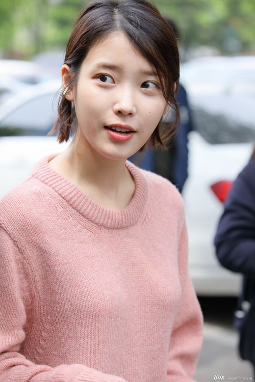 IU sweater 32