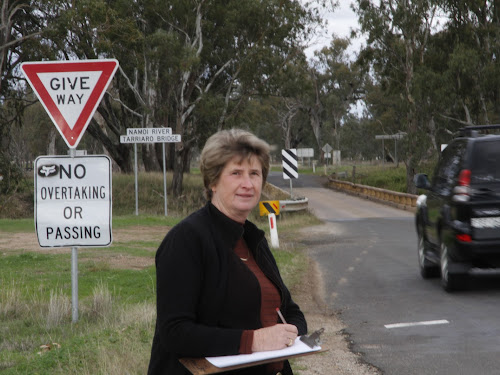 Leonie Grumley conducted her own survey of  a morning 'peak hour' at Tarriaro Bridge and was alarmed at the potential for accidents.