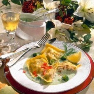 Lachs-Maultaschen in Broccoli-Soße
