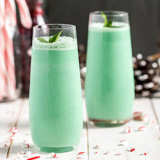 Holiday Hustler Cocktail {with Peppermint Irish Cream}.