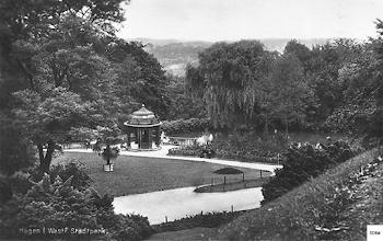 Photo: Blick vom Parkhaus zum Schwanenteich mit Pavillon (Ansichtskarte gebraucht im August 1930). Der Pavillon wurde übrigens im 1930er Jahrzehnt beseitigt (noch vor dem Krieg).