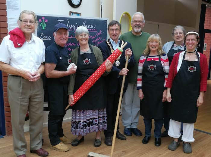 Mayor helps out at community cafe