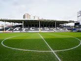 🎥 Les ultras du Sporting de Charleroi occupent le terrain plusieurs heures avant le coup d'envoi !