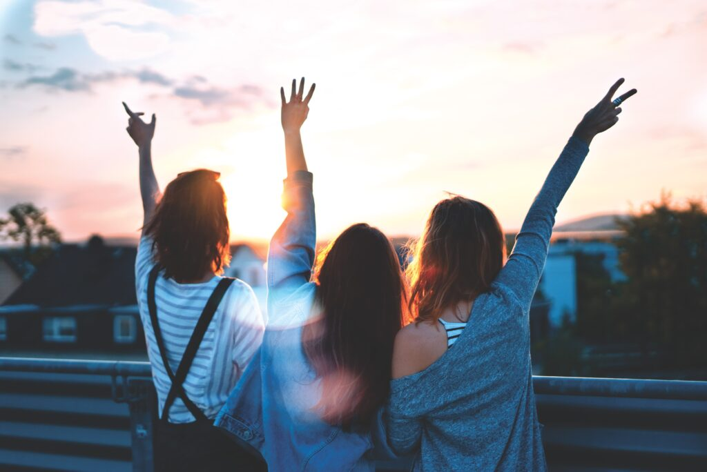 Mujeres con energía positiva