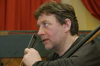 Photo: Николай Гирунян - концертирующий музыкант и инструктор во время семинаров. Выпускник Новосибирской консерватории, в 2005-2009 годах - один из концертмейстеров виолончельной группы оркестра Санкт-Петербургской филармонии. В настоящее время живёт и работает в Норвегии.
