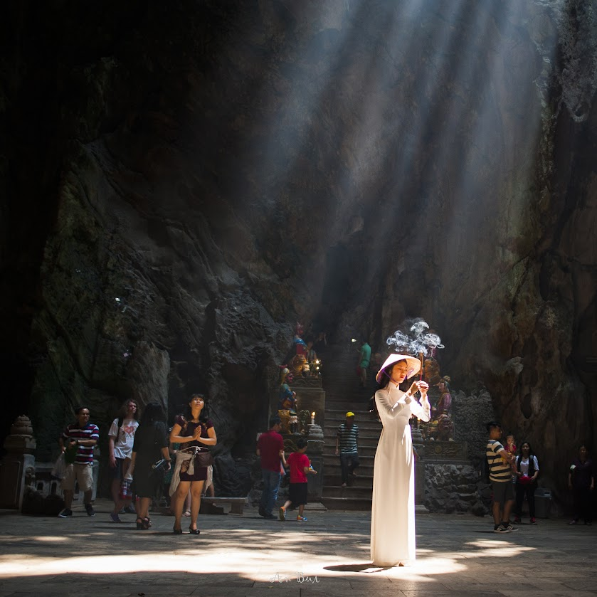 Photography with lady in Ao dai in a cave of Marble Mountain