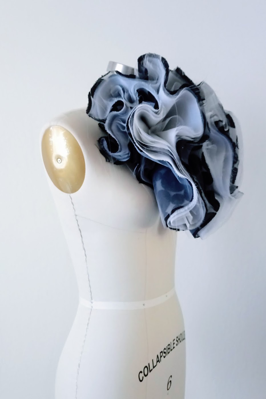 Black and White Organza Bloom Neckpiece - DIY Fashion project | fafafoom.com
