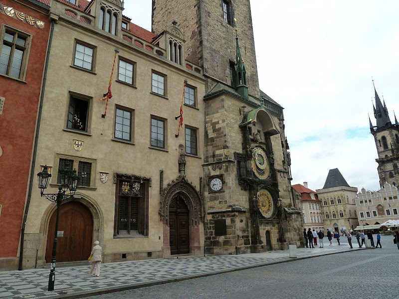 Photo: Prague Orloj By Fabio Visconti from Wikimedia Commons (CC0 1.0 public domain) http://commons.wikimedia.org/wiki/File:Prague_03-09-2013_06.JPG  ★画像使用記事 『ミッシング』 http://inagara.octsky.net/missing 『鑑定士と顔の見えない依頼人』 http://inagara.octsky.net/kanteisito-kaono-mienai-irainin