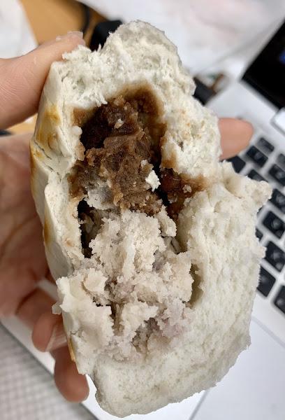 紮實的肉糰入餡(夠味好滋味)。雙餡入包(誠意滿滿)。不錯吃的包子(味重些)~~