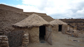 Imagen de algunas de las construcciones visibles dentro del enclave arqueológico de Los Millares.