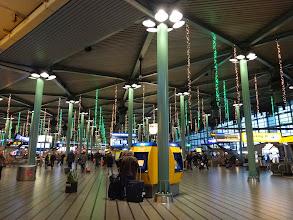 Photo: 荷物も無事来て外へ。きれいな空港。
