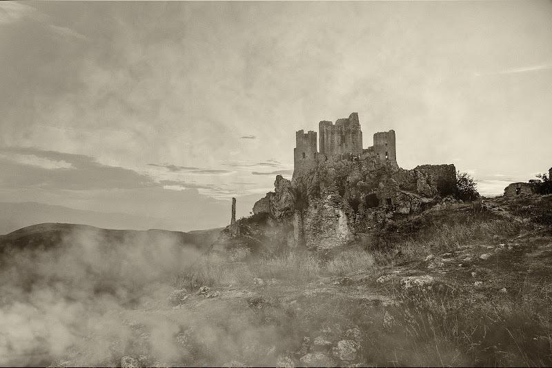 Nebbia sulla Rocca di Domenico Cippitelli
