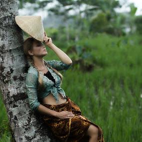 Lelah by Fahmi Hakim - People Portraits of Women ( canon, farm, batik, outdoor, kebaya )
