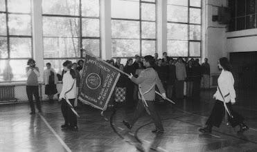 Photo: Ślubowanie klas 1 2000 r. ze sztandarem P.Merta
