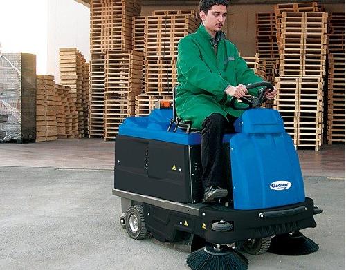 Khả năng di chuyển linh hoạt của xe quét rác ngồi lái