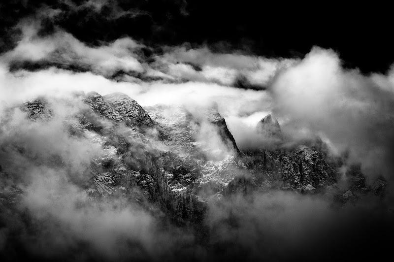 Con la cima tra le nuvole di Dotvalenti