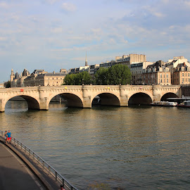 Pont Saint Michel by Hoang Nguyen Anh - Buildings & Architecture Bridges & Suspended Structures ( paris, france, seine, bridge, river )
