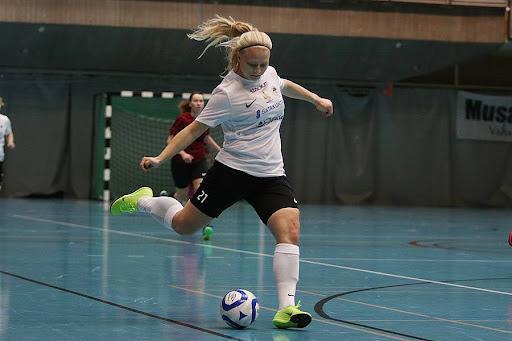 Jenna oksanen osui lauantaina kertaalleen. Kuva: Kari saha / urheilusuomi.com