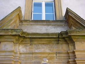 Photo: Inschrift: IN COELO PATRIA IN MUNDO HOSPITIUM ANNO 1678 - Im Himmel ist die Heimat, die Welt nur eine Herberge.