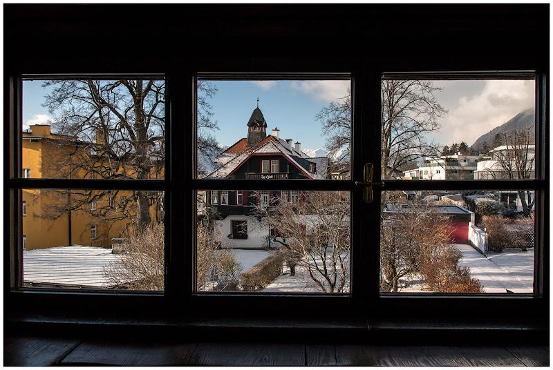 Oltre la finestra, il mondo di E l i s a E n n E
