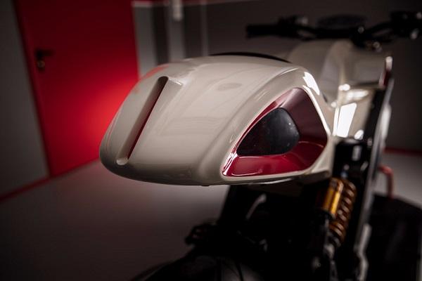 Миланская компания мотоциклов Italian Volt разработала настраиваемый электрический мотоцикл с трехмерным печатным кузовом, рамой и поворотной стрелой