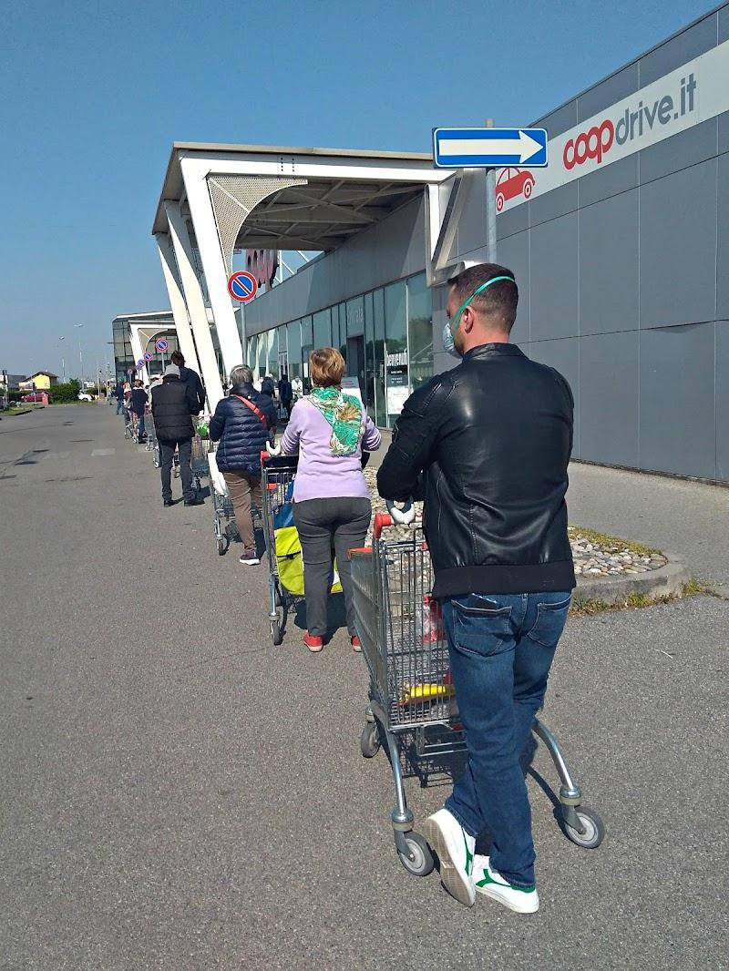La coda al supermercato di donyb