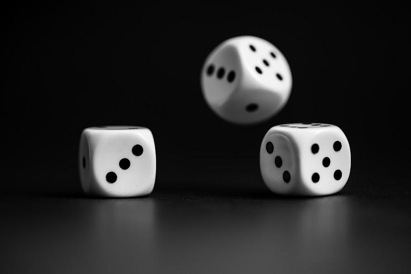 Tre dadi per un azzardo di Tindara