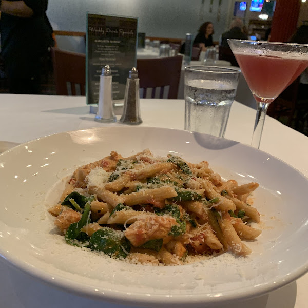 Gluten free Penne with chicken and spinach in a tomato Alfredo sauce.