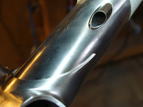 Photo: Tight, clean margins aroung the internal brake routing and the seat lug.