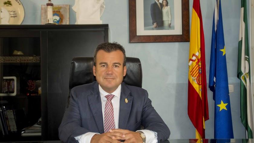 Salvador Hernández ha sido cesado por el alcalde como concejal de Hacienda y Turismo.