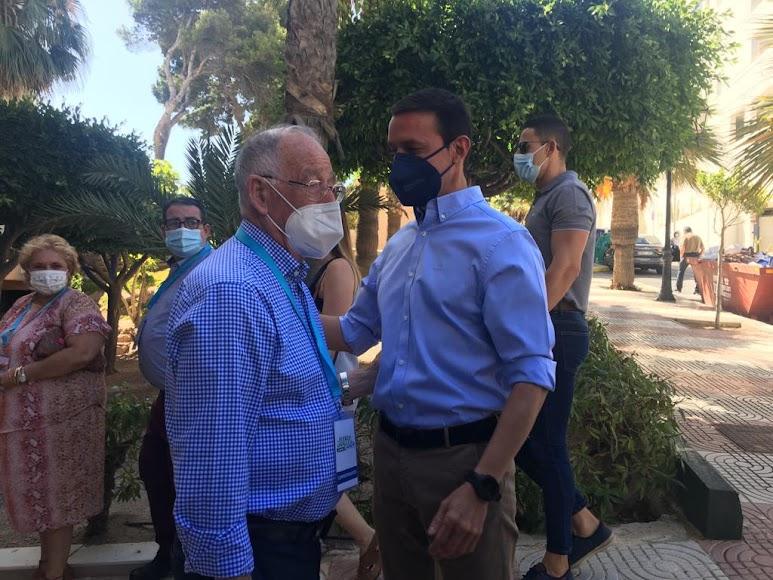 Amat y García a la llegada al Congreso.