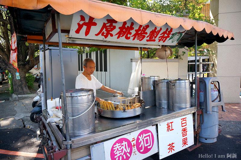 無名炸熱狗伯|豐原瑞穗國小旁,在地30年三輪攤車,83歲熱狗伯販售古早味。 | 阿新筆記