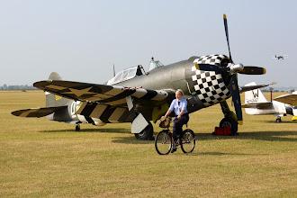 Photo: Republic P-47G Thunderbolt. Takhle nějak to mohlo vypadat v Duxfordu za války (až na toho dvouplošníka).