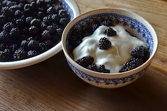Photo: Deser z naszej łąki  ,, jeżyny z jogurtem naturalnym ,,