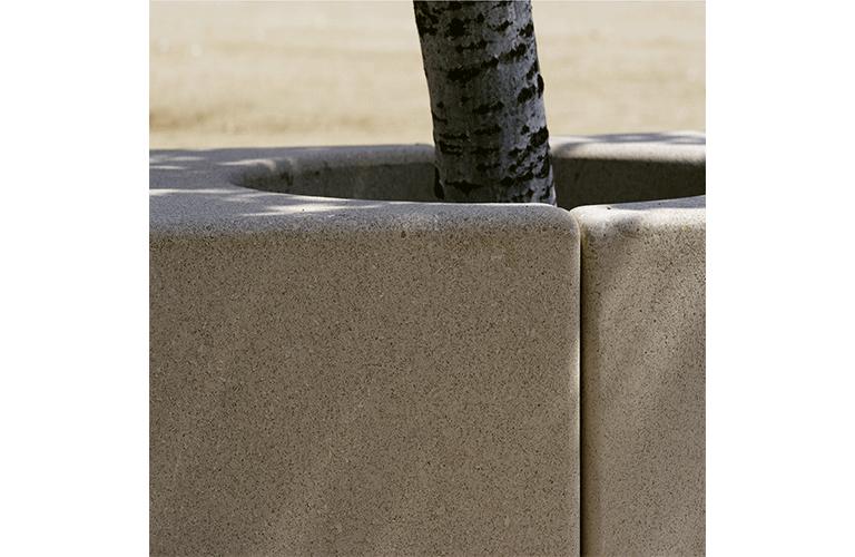 Combineer twee Godot zitbanken om een plantenbak te realiseren met ruimte voor bomen of met een binnenbak voor begroeiing
