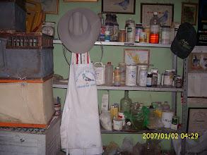Photo: Anaqueles de medicamentos, antibióticos, vitaminas etc. etc.