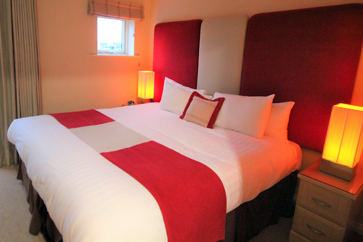 Double bed bedroom at Curzon Place PU