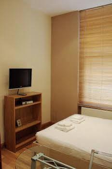 Hyde Park Quality Apartment