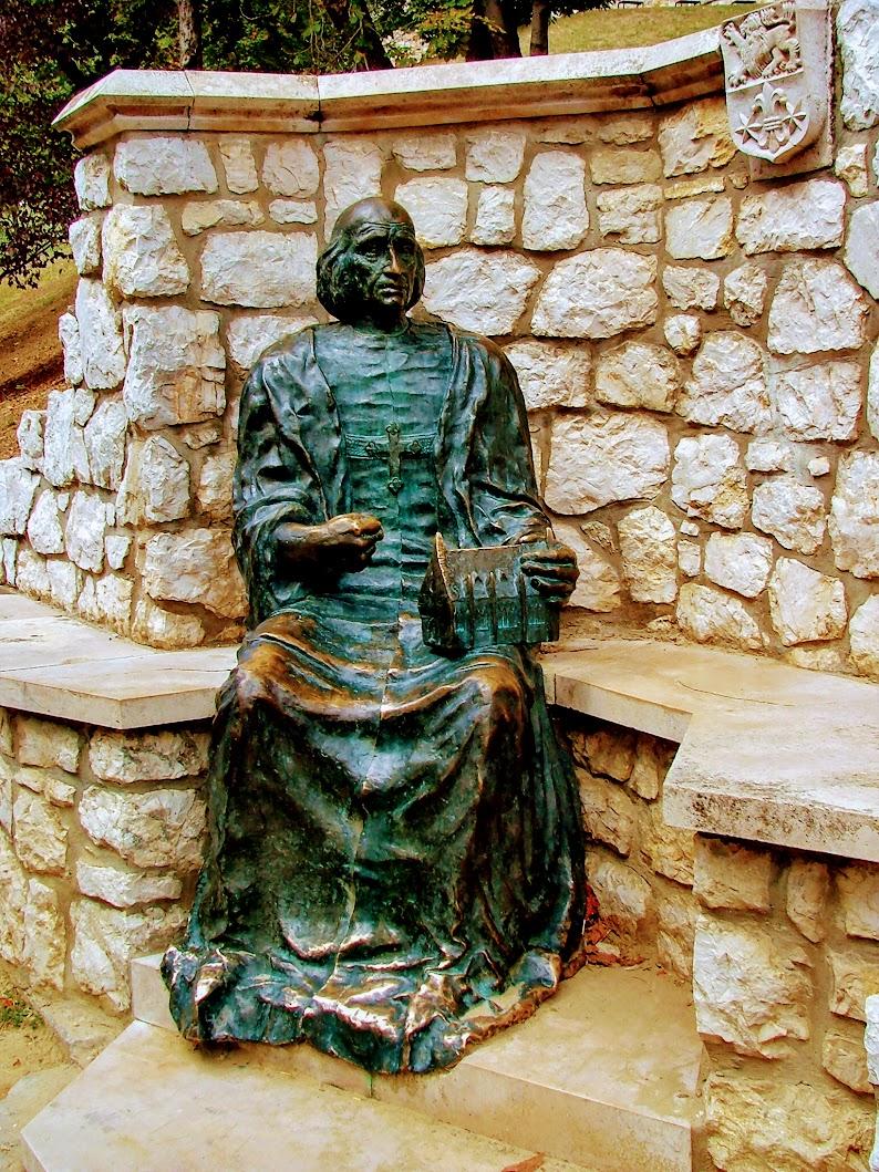 Esztergom - Vitéz János-szobor a várhegy déli oldalában