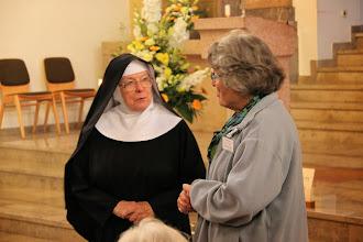 Photo: Sr. Hiltrud fortæller om Hildegard og kirken
