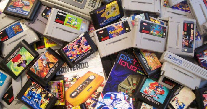 Tas de cartouches de différentes consoles