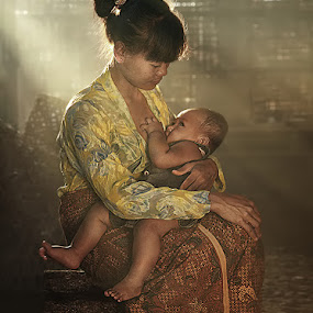 Mother's Love by German Kartasasmita - People Family ( mom and kid, mom with kids )