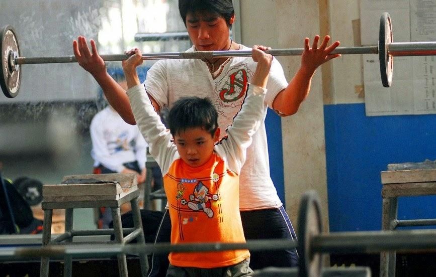 G:\各种图片\An 8 year-old Chinese boy training with his coach.jpg